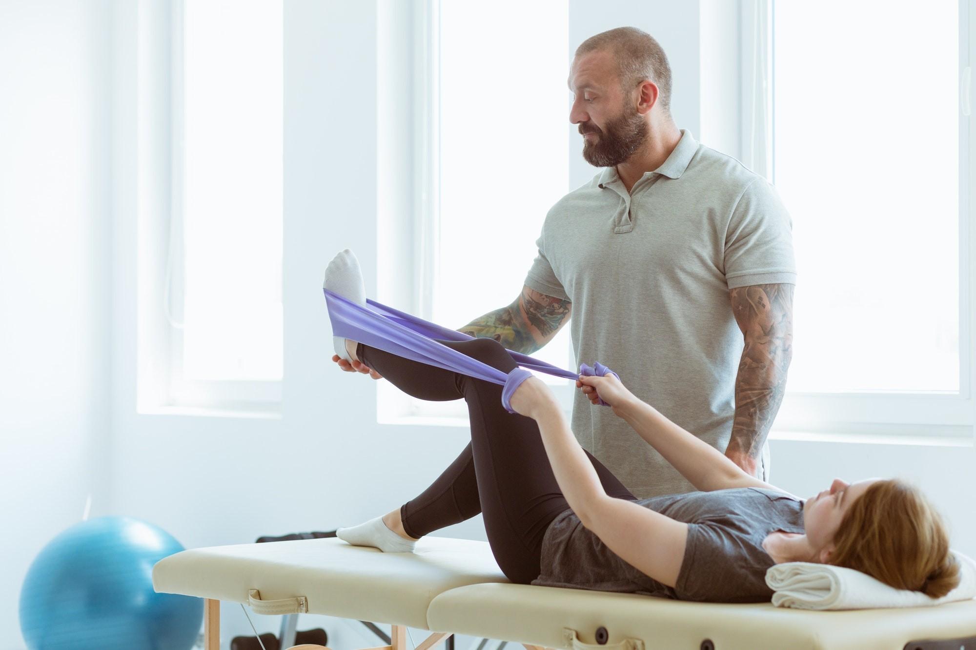 Paciente em uma seção de fisioterapia domiliciar