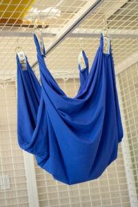 Tecido azul para acalmar pacientes de fisioterapia